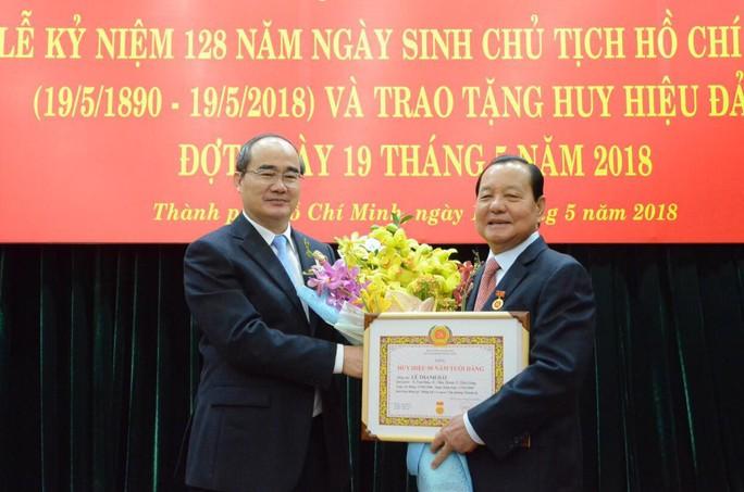 Ông Lê Thanh Hải nhận huy hiệu 50 năm tuổi Đảng - Ảnh 1.