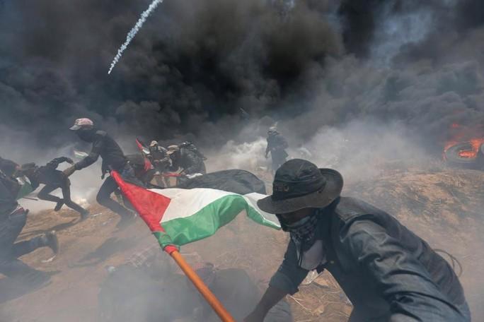 Ngày đẫm máu ở Gaza: Bé 8 tháng tuổi thiệt mạng vì khí cay - Ảnh 9.