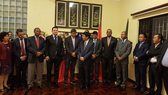 Cận cảnh Đại sứ Việt Nam trình Quốc thư lên Tổng thống Mozambique - Ảnh 8.