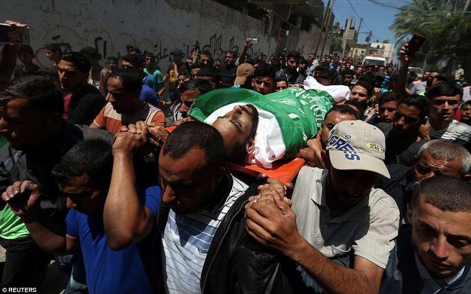 Ngày đẫm máu ở Gaza: Bé 8 tháng tuổi thiệt mạng vì khí cay - Ảnh 4.