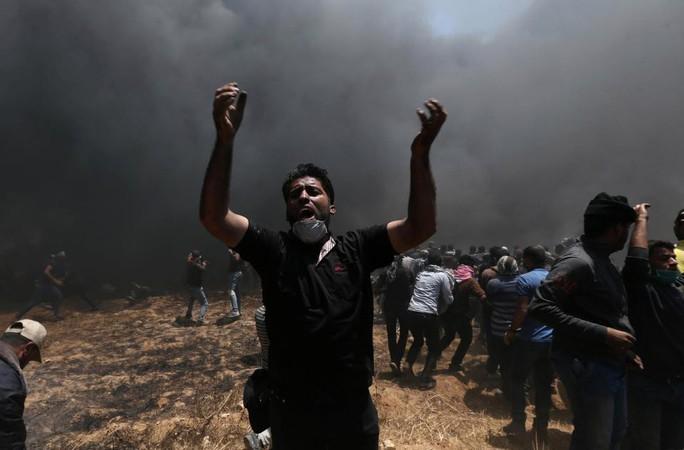 Ngày đẫm máu ở Gaza: Bé 8 tháng tuổi thiệt mạng vì khí cay - Ảnh 5.