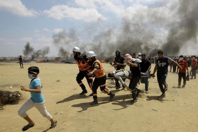 Ngày đẫm máu ở Gaza: Bé 8 tháng tuổi thiệt mạng vì khí cay - Ảnh 7.
