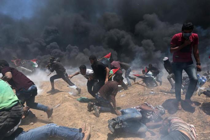 Ngày đẫm máu ở Gaza: Bé 8 tháng tuổi thiệt mạng vì khí cay - Ảnh 6.