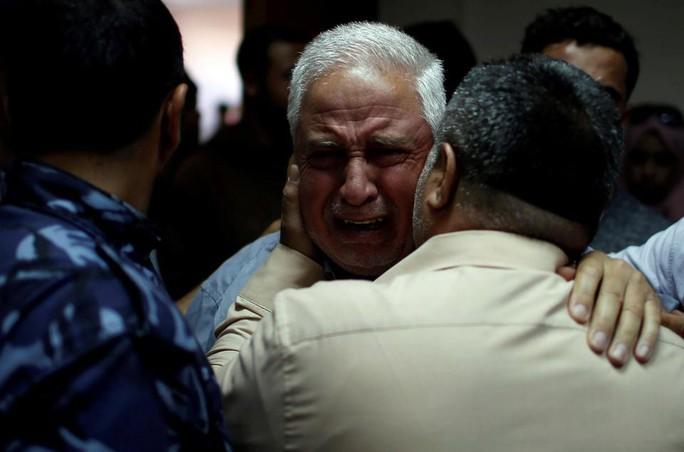 Ngày đẫm máu ở Gaza: Bé 8 tháng tuổi thiệt mạng vì khí cay - Ảnh 8.