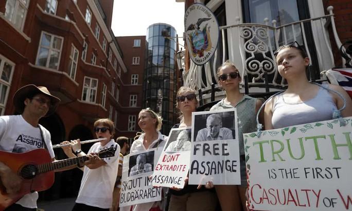 Bất ngờ với sự bảo vệ của Ecuador dành cho ông chủ WikiLeaks - Ảnh 2.
