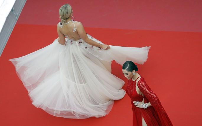 Mỹ nữ hớ hênh trên thảm đỏ: Vô tình hay cố ý? - Ảnh 5.