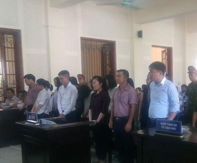 Lần thứ 2 hoãn tòa xử hot girl Eximbank chiếm đoạt hơn 50 tỉ đồng - Ảnh 2.