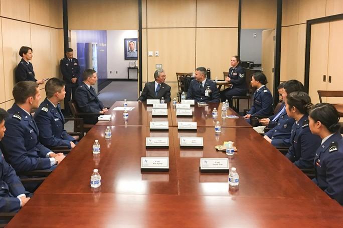 Đại sứ Việt Nam thăm Học viện Không quân Mỹ - Ảnh 2.
