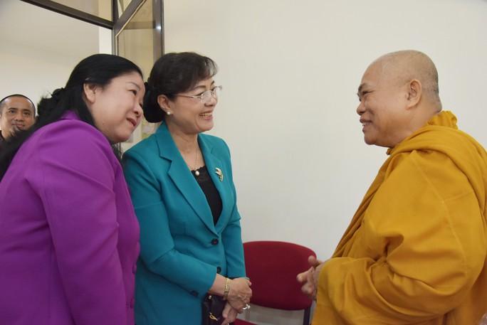 Bà Nguyễn Thị Quyết Tâm thăm Báo Giác Ngộ - Ảnh 1.