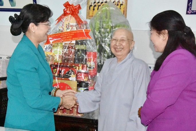 Bà Nguyễn Thị Quyết Tâm thăm Báo Giác Ngộ - Ảnh 2.