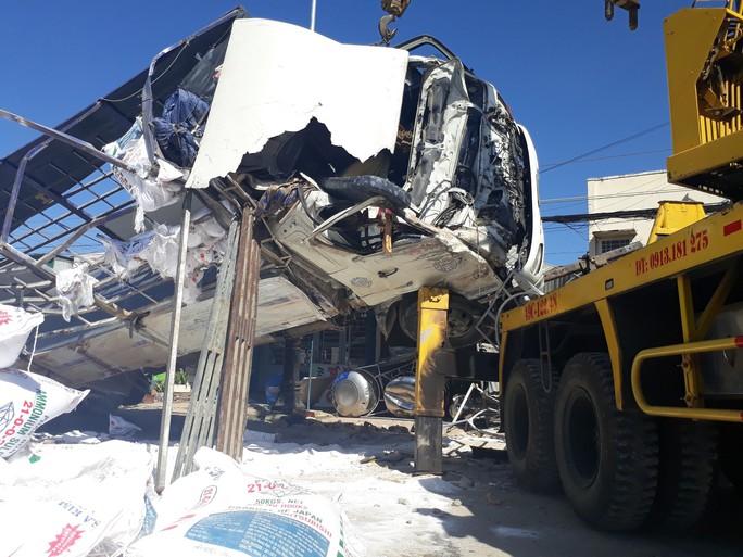 Vụ tai nạn thảm khốc khiến 5 người chết, xe tải không mất thắng - Ảnh 1.