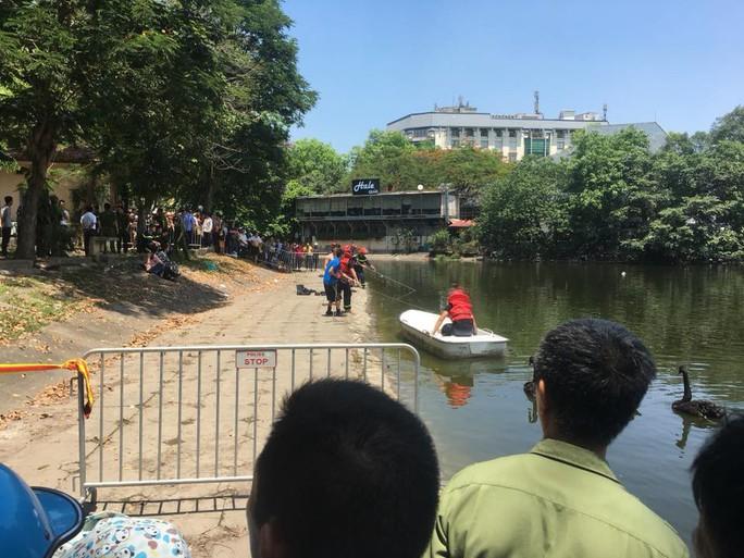 Lao xuống hồ Thiền Quang cứu cháu, ông ngoại tử vong thương tâm - Ảnh 3.