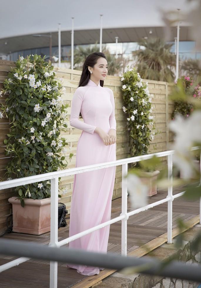 Nhã Phương duyên dáng ở Cannes, được ngợi khen - Ảnh 5.
