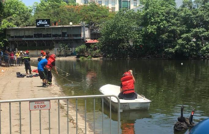 Lao xuống hồ Thiền Quang cứu cháu, ông ngoại tử vong thương tâm - Ảnh 1.