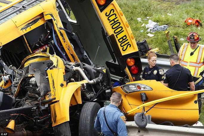 Va chạm xe tải, đầu xe buýt đứt lìa, 2 người chết - Ảnh 6.