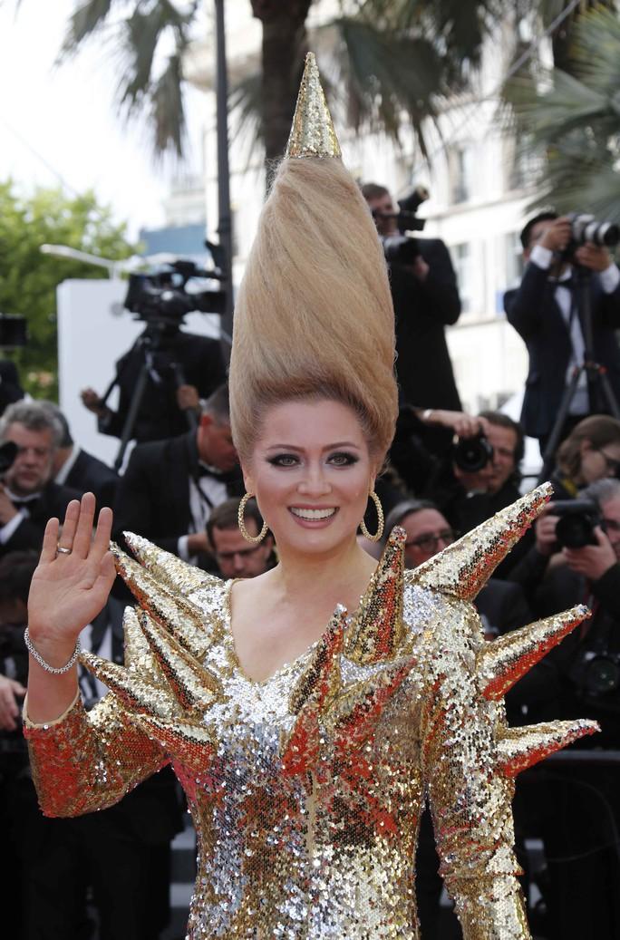 Những bộ đầm lạ mắt trên thảm đỏ Cannes - Ảnh 6.