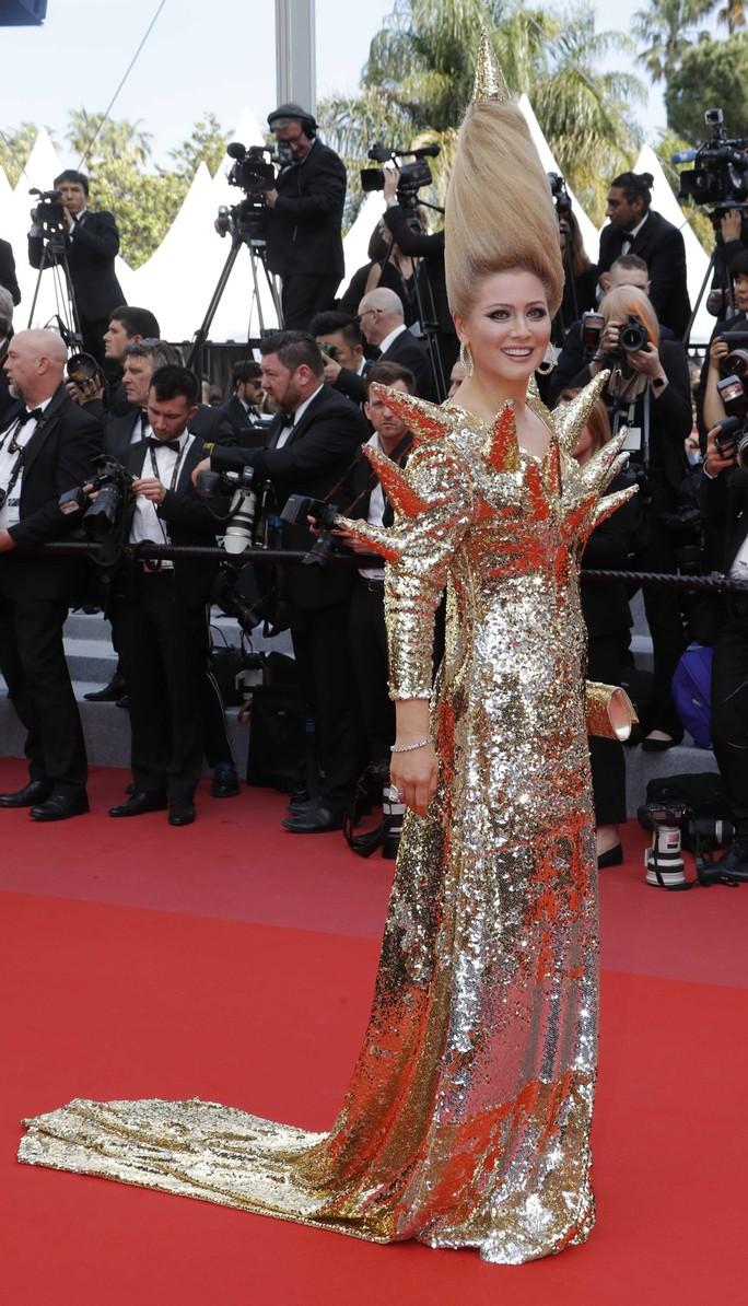 Những bộ đầm lạ mắt trên thảm đỏ Cannes - Ảnh 5.