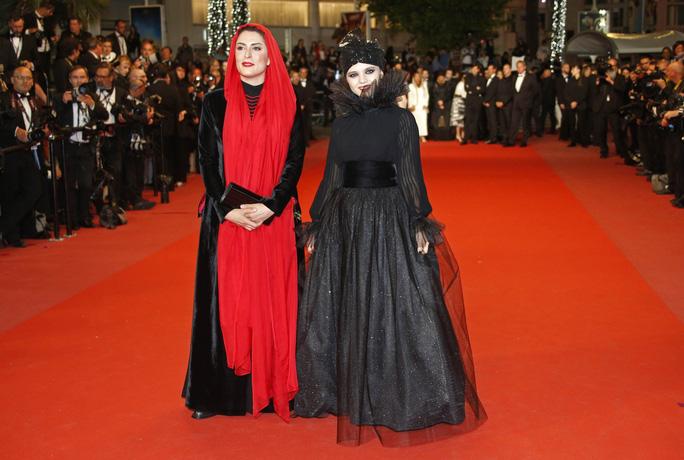 Những bộ đầm lạ mắt trên thảm đỏ Cannes - Ảnh 8.