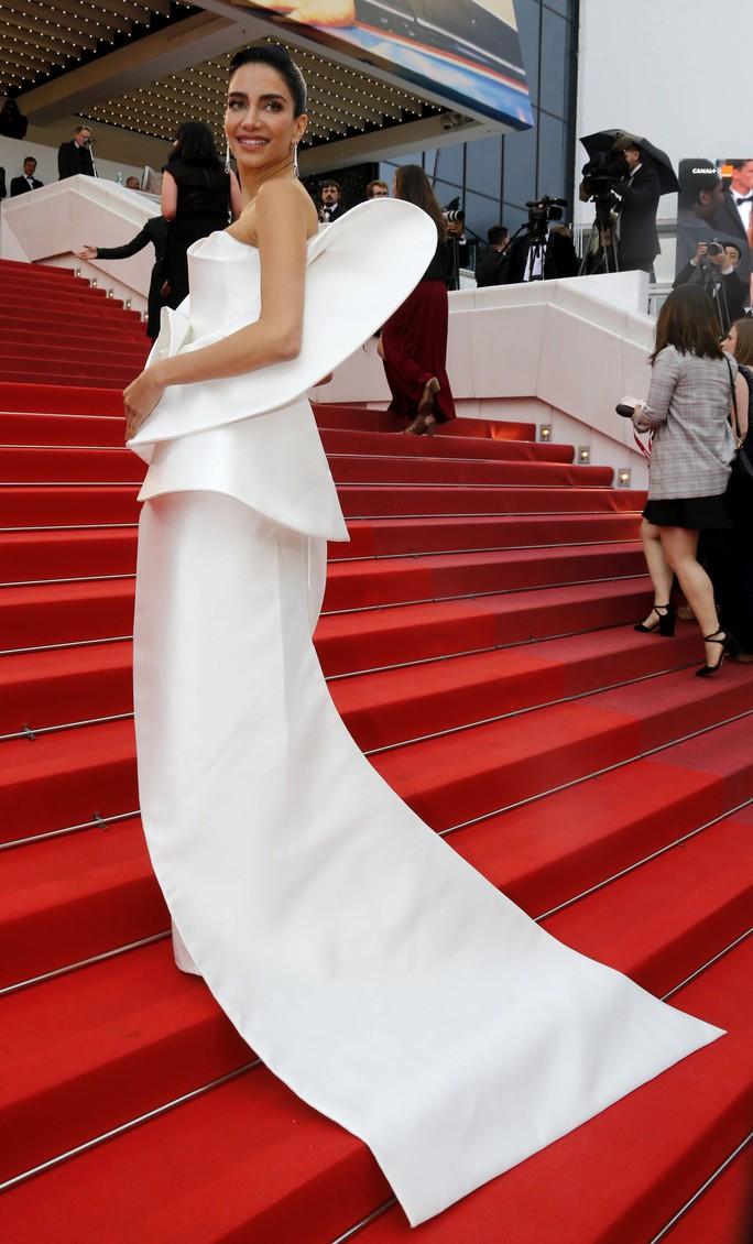 Những bộ đầm lạ mắt trên thảm đỏ Cannes - Ảnh 18.