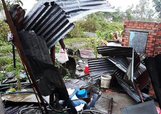 Mưa đá ào ào trút xuống Xuân Lộc, nhiều nhà dân hư hại - Ảnh 2.