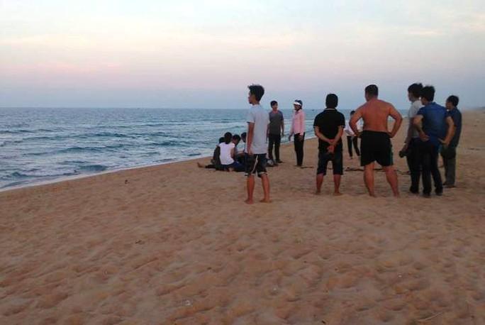 Quảng Ngãi: Rủ nhau tắm biển, 2 học sinh tử vong - Ảnh 1.