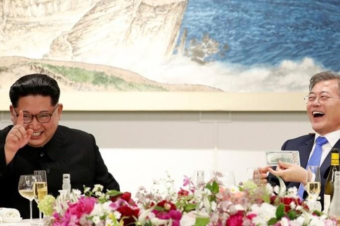 Đằng sau câu chuyện ông Kim Jong-un vào thang máy - Ảnh 3.