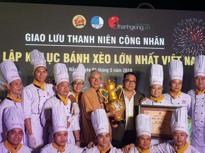 Xác lập kỷ lục Bánh Xèo lớn nhất Việt Nam, phục vụ cho 200 khách - Ảnh 5.