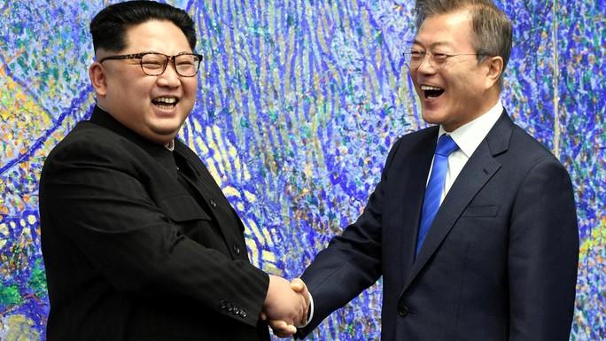 Đằng sau câu chuyện ông Kim Jong-un vào thang máy - Ảnh 1.