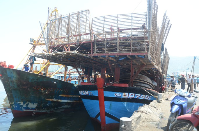 Chủ tàu cá chấp nhận lỗ hàng trăm triệu để lai dắt tàu bạn vào bờ - Ảnh 1.