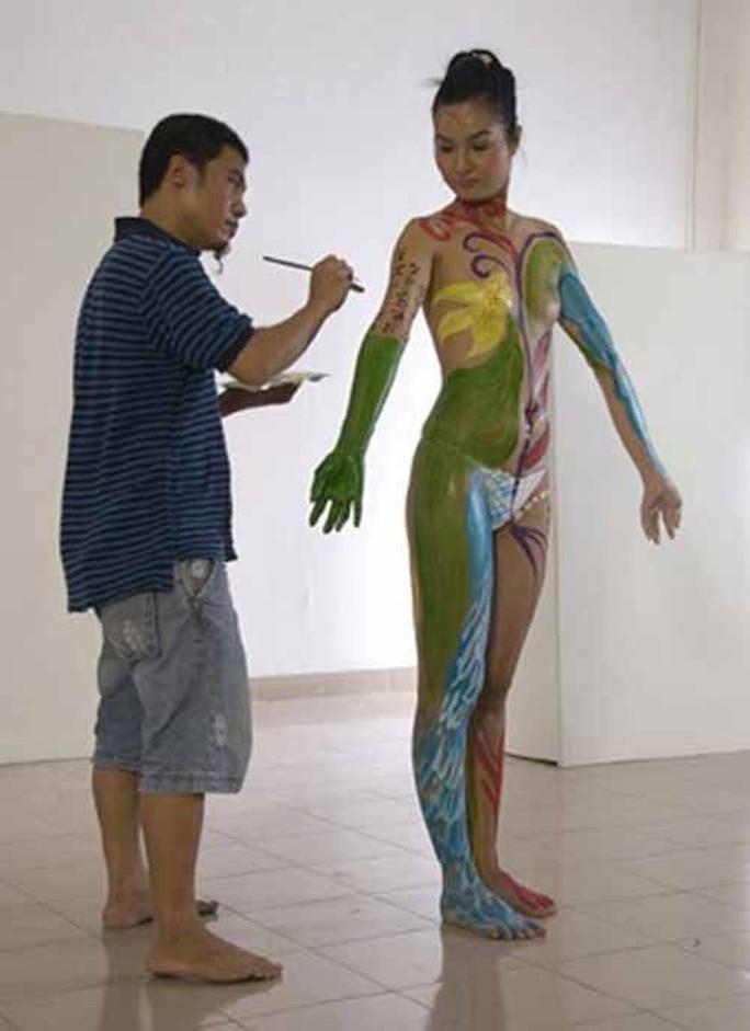 Vụ người mẫu tố bị họa sĩ hiếp dâm: Body painting là gì? - Ảnh 2.