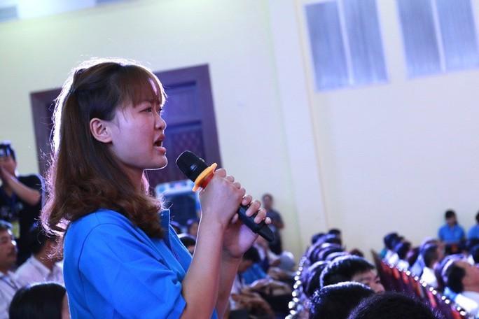 Thủ tướng Nguyễn Xuân Phúc lắng nghe những lời nói thật của công nhân  - Ảnh 3.