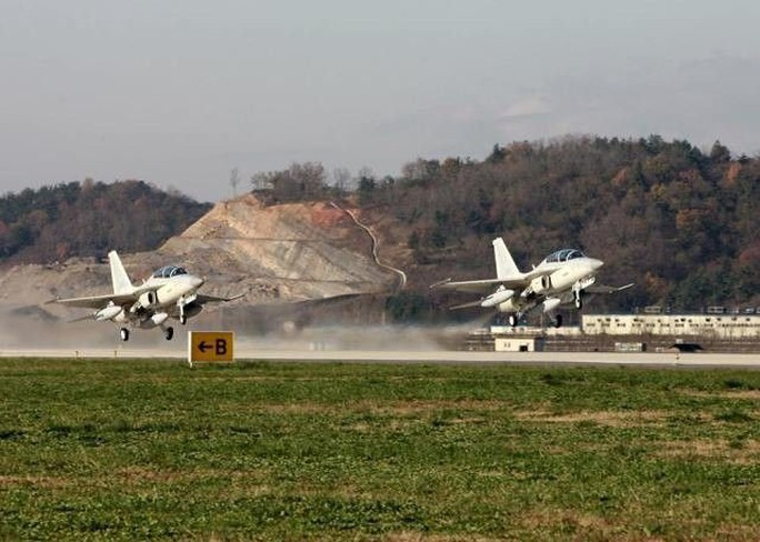 Philippines đủ khả năng bắn hạ máy bay ném bom Trung Quốc - Ảnh 1.