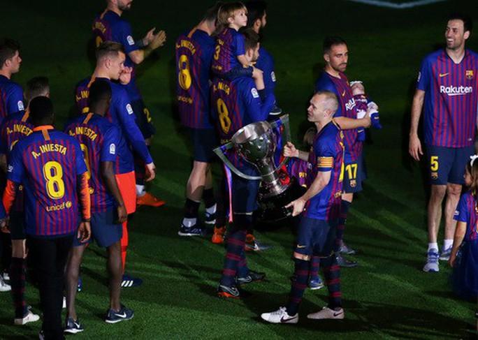 Coutinho lập siêu phẩm, Barcelona chia tay huyền thoại - Ảnh 7.