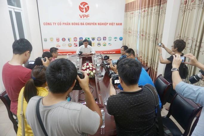 Sau cuộc họp đầy dung tục của quan chức VFF và VPF: Ông Trần Mạnh Hùng từ chức - Ảnh 4.