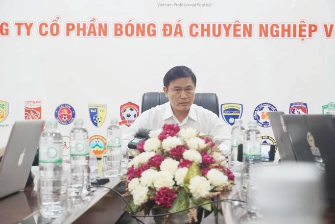 Sau cuộc họp đầy dung tục của quan chức VFF và VPF: Ông Trần Mạnh Hùng từ chức - Ảnh 1.
