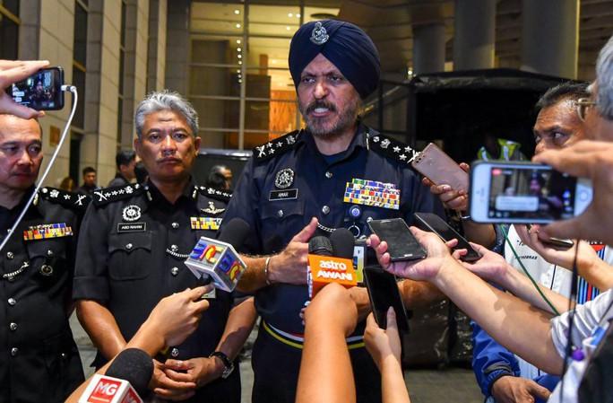 Vụ ông Najib: Cảnh sát Malaysia mỏi tay đếm tiền tịch thu được  - Ảnh 3.