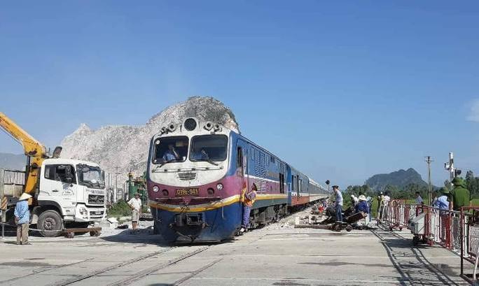 Tai nạn đường sắt kinh hoàng: Tạm đình chỉ 2 nhân viên gác đường ngang - Ảnh 4.