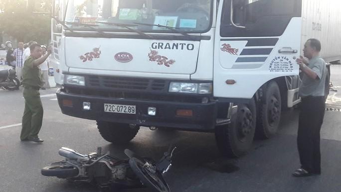 Người đàn ông chết thảm sau khi bị xe tải kéo lê hơn 20 m - Ảnh 2.