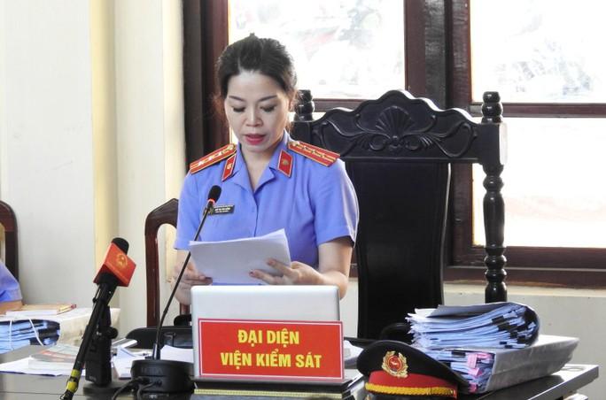 Xét xử BS Hoàng Công Lương: Luật sư tố nhầm bút lục, VKS xin lỗi - Ảnh 1.