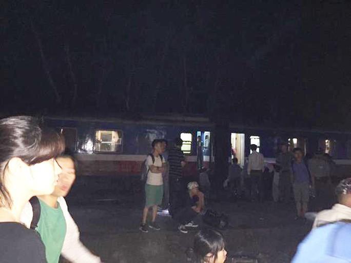 Tai nạn đường sắt kinh hoàng, ít nhất 10 người thương vong - Ảnh 5.