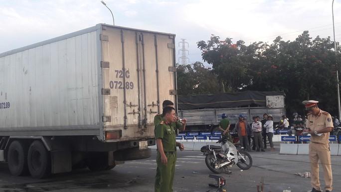 Người đàn ông chết thảm sau khi bị xe tải kéo lê hơn 20 m - Ảnh 3.