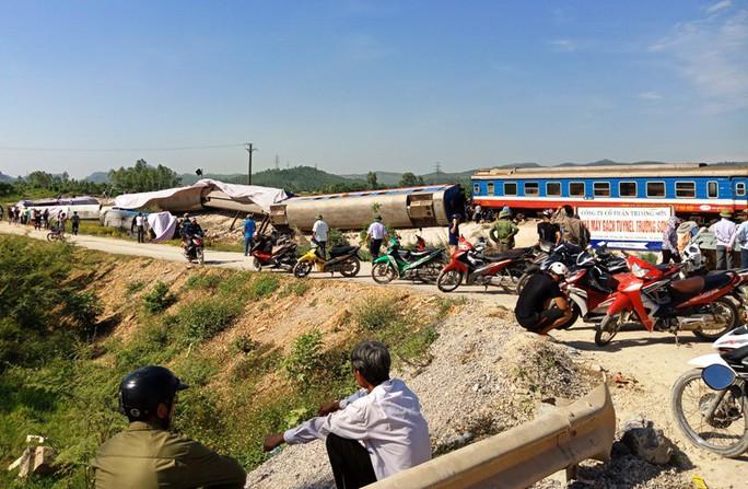 Tai nạn đường sắt 11 người thương vong: Tài xế xe tải cũng có lỗi - Ảnh 1.