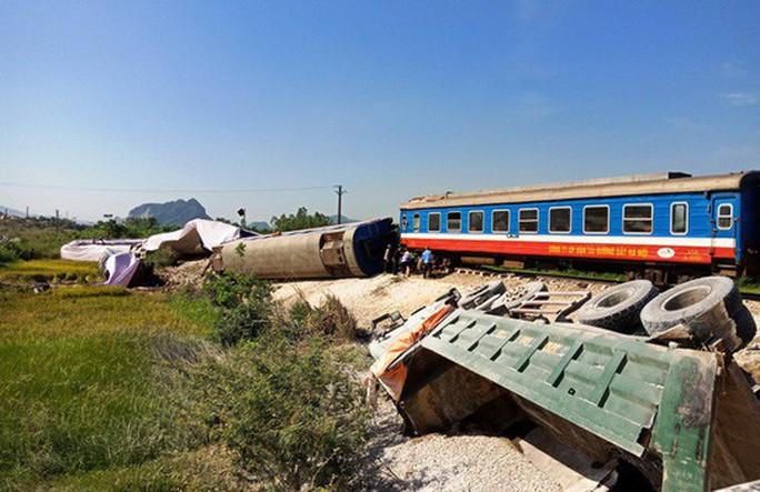 Bộ trưởng Nguyễn Văn Thể xin lỗi, nhận trách nhiệm về 4 vụ tai nạn đường sắt liên tiếp - Ảnh 1.