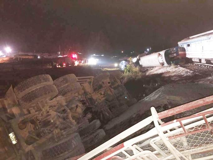 Tai nạn đường sắt kinh hoàng, ít nhất 10 người thương vong - Ảnh 3.