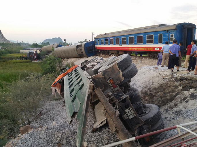 Tai nạn đường sắt kinh hoàng, ít nhất 10 người thương vong - Ảnh 2.