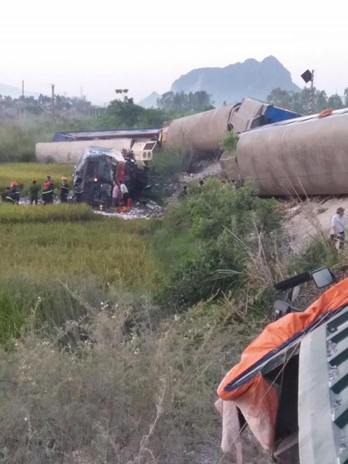 Tai nạn đường sắt kinh hoàng, ít nhất 10 người thương vong - Ảnh 7.