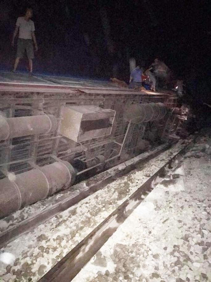 Tai nạn đường sắt kinh hoàng, ít nhất 10 người thương vong - Ảnh 4.