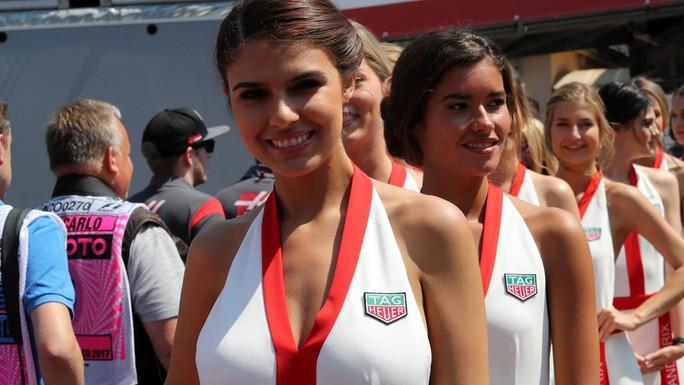 Monaco Grand Prix: Lewis Hamilton hào hứng với các Grid Girls - Ảnh 10.