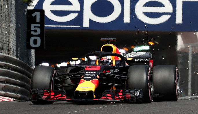 Monaco Grand Prix: Lewis Hamilton hào hứng với các Grid Girls - Ảnh 3.