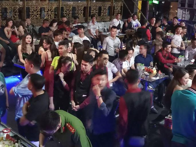 DC Club trên đường Cống Quỳnh để khách mặc sức thác loạn - Ảnh 3.